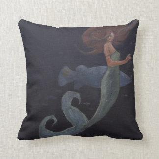 Sirena y los pescados azules almohada