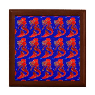 sirenas modelas rojas en la caja azul de la teja joyero cuadrado grande