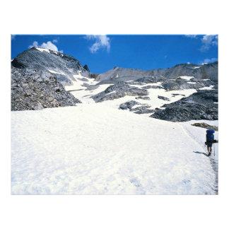 Sirva caminar en la nieve, Col du Fromage, montaña Tarjetas Publicitarias