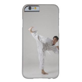 Sirva el retroceso con el pie arriba en el aire, funda barely there iPhone 6