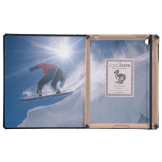 Sirva el salto de un cornince grande en una snowbo iPad cárcasa