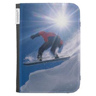 Sirva el salto de un cornince grande en una snowbo