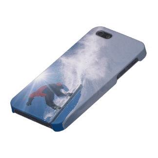 Sirva el salto de un cornince grande en una snowbo iPhone 5 cárcasa