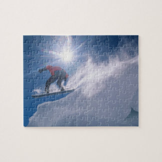 Sirva el salto de un cornince grande en una snowbo rompecabezas