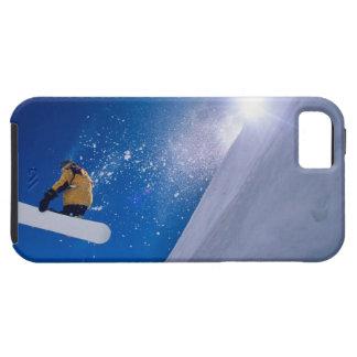 Sirva el vuelo a través del aire en una snowboard  iPhone 5 cobertura