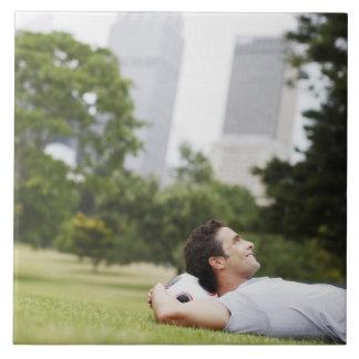 Sirva la colocación en parque urbano con el balón  azulejo cuadrado grande