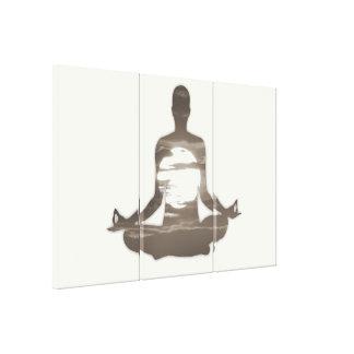 Sirva la yoga meditating en el sol 01 de la tarde impresión en tela