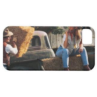 Sirva poner las balas de heno en el camión con la  iPhone 5 Case-Mate protector