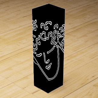Sirve la cara en blanco en fondo negro caja para bino
