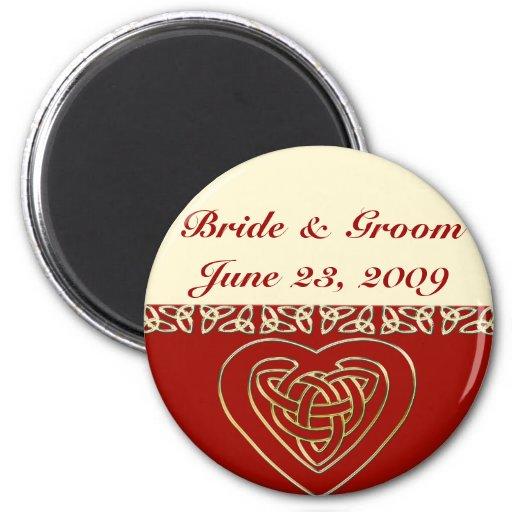 Sistema céltico del boda del corazón imán redondo 5 cm