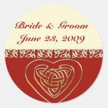 Sistema céltico del boda del corazón pegatinas redondas