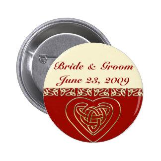 Sistema céltico del boda del corazón pin redondo 5 cm