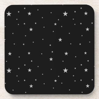 Sistema de estrellas de la plata en negro posavasos