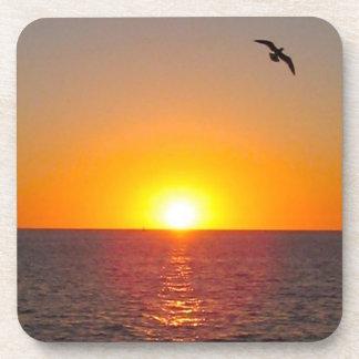 Sistema del práctico de costa de la puesta del sol posavaso