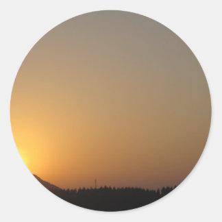 sistema del sol de la subida del sol pegatina redonda