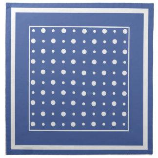 Sistema elegante de las servilletas, lunares azul