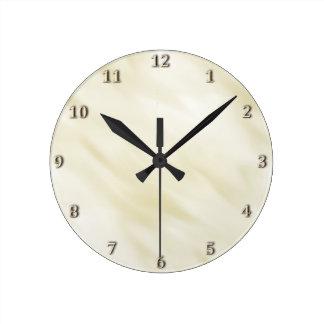 Sistema en colores pastel de marfil brumoso reloj redondo mediano