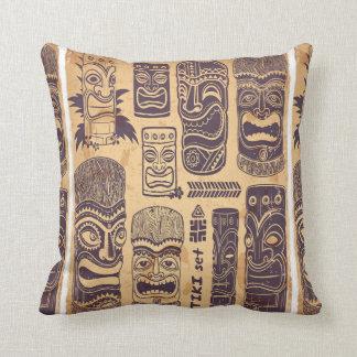 Sistema fresco de Tiki del vintage del Grunge Cojín Decorativo