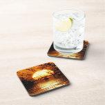 Sistema líquido de la reflexión de la puesta del s posavasos de bebida