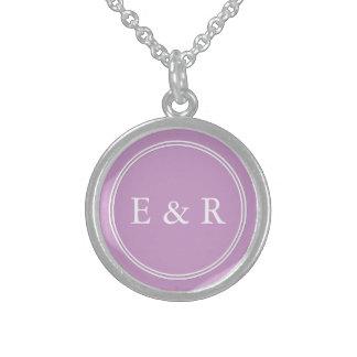 Sistema violeta en colores pastel cretáceo de la collar de plata de ley