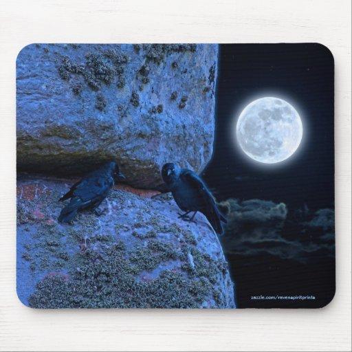 Sitio antiguo de Stonehenge, de dos cuervos y de l Tapetes De Raton