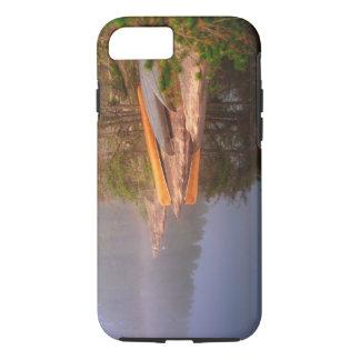 Sitio para acampar de niebla de la canoa, lago funda iPhone 7