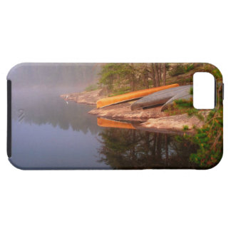 Sitio para acampar de niebla de la canoa, lago funda para iPhone SE/5/5s