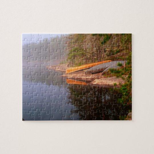 Sitio para acampar de niebla de la canoa, lago Kaw Puzzle