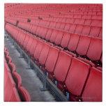 Sitios vacíos en estadio azulejo cuadrado grande