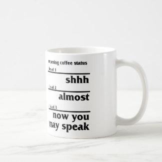 Situación del café de la mañana taza básica blanca
