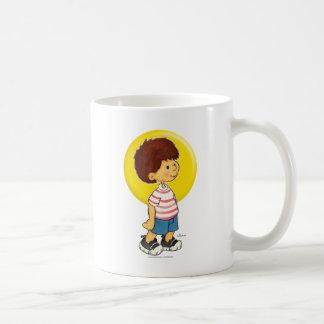 Situación del muchacho tazas de café