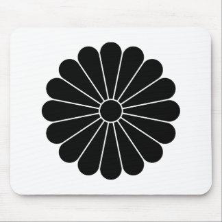 Sixteen-petaled chrysanthemum mouse pad