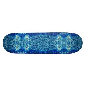 Skateboard indian style