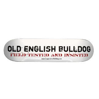 Skateboard old English Bulldog