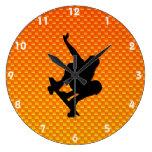 Skateboarding amarillo-naranja relojes de pared