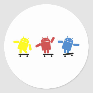Skater androide coloreado multi pegatina redonda