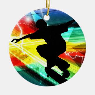 Skater en el relámpago cruzado de Criss Adorno Navideño Redondo De Cerámica