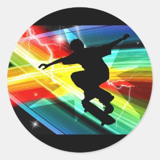 Skater en el relámpago cruzado de Criss Pegatina Redonda