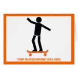 Skater en su personalizado del monopatín tarjetón