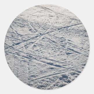 Ski traces classic round sticker