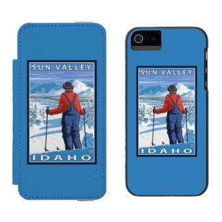 Skier Admiring - Sun Valley, Idaho Wallet Case For iPhone SE/5/5s
