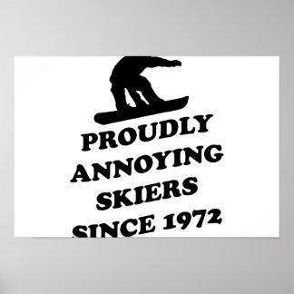 Skiiers orgulloso de molestia desde 1972 póster