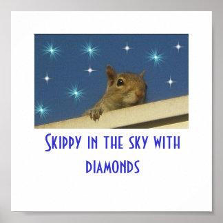 Skippy en el cielo con el poster de los diamantes