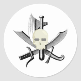 SKULL AND CROSSED SWORDS PRINT CLASSIC ROUND STICKER