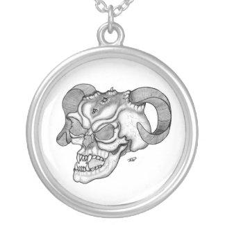 Skull cráneo de diablo negro sabe dibujo collar plateado