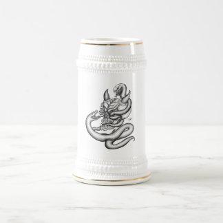 Skull - devil heads with snake jarra de cerveza