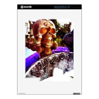 Skull Holding iPad 2 Skin