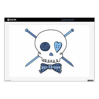 """Skull & Knitting Needles (Blue) 17"""" Laptop Skins"""