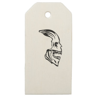 skull sideway wooden gift tags