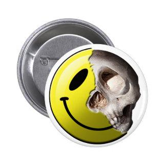 Skull smiley pin